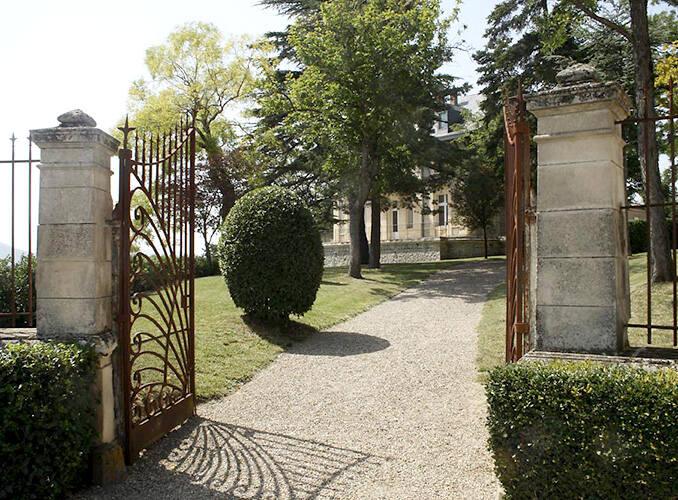 dba_le-chateau_slide_entree-domaine_678x500
